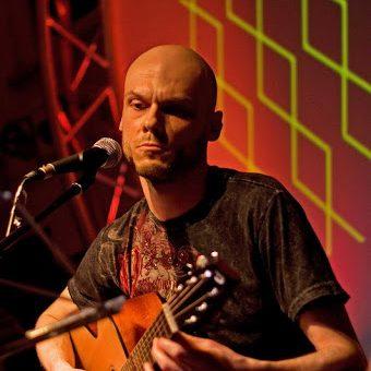 James Hanßmann - Gitarrenlehrer